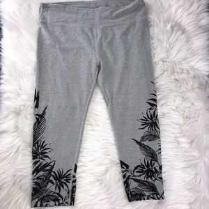 Fabletics Cropped Gray/Black Leggings Size L